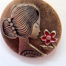 Брошка Винтаж ДЕВУШКА с цветком 3 см Клеймо